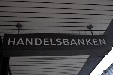Bank med taggarna utåt!