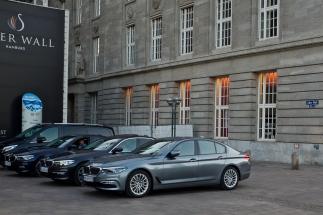 Hamburg - ministermöte, fina BMW och Mercedes utanför...