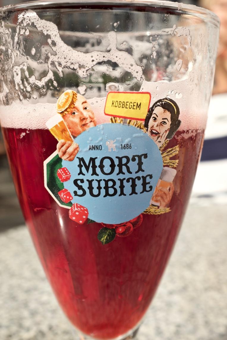 """Liege, felköp: råkade bli körsbärs""""öl"""". Funkade att släcka törsten med men det smakade verkligen inte öl!"""