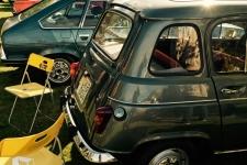 Renault 4 och Renault 20. IKEA-stolar med Reanault-logo. Pappa hade en 4L på sextitalet. Min farbror Klas hade ett antal Renault 20 som jag minns som en lyxig och komfortabel bil.