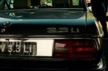 BMW-sedan av äldre årsmodell än den vi har.