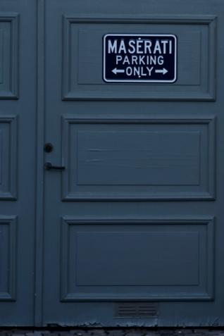 Begränsar antalet bilar som får stå parkerade här...