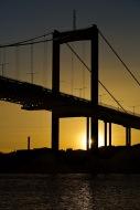 Bro i solnedgång...