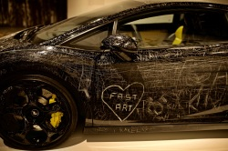 Aarhus - Moderna muséet, smärtsam konst att se hur en Lamborghini repats - allt för konstens skull...