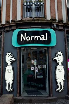 """Köpenhamn - kedja """"Normal"""". Någon form av tema att """"jag är så unik så jag kan inte handla här...men handlar ändå här"""""""