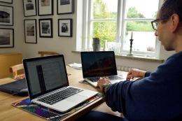 Lars med dubbel uppsättning MacBook Pro. Någon ska vara värst!